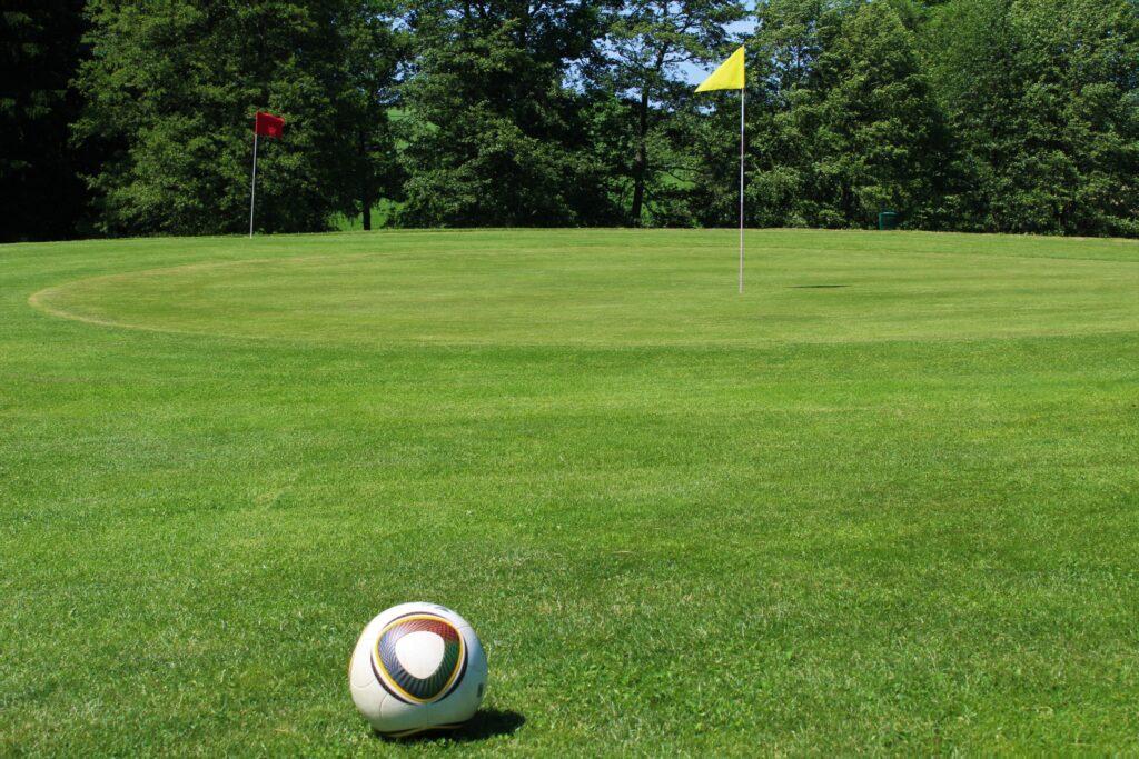 Fußball am Grün
